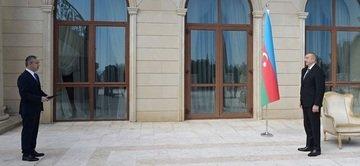 Озарбайжон Президенти Ўзбекистон элчисидан ишонч ёрлиқларини қабул қилиб олди