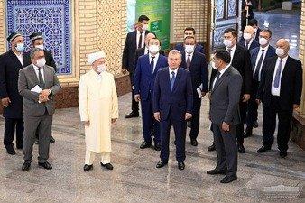 Президент Андижон вилояти Бош жоме масжидини бориб кўрди